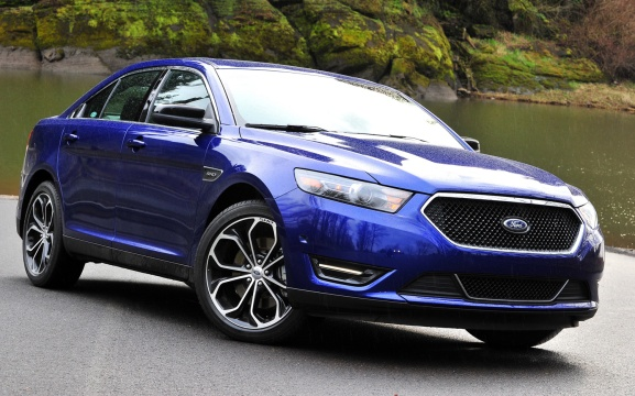 2013-Ford-Taurus-SHO-front-three-quarter-static