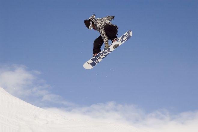 snowboarder-sky