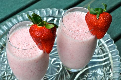 strawberry smoothie, smoothies, the best smoothies, how to make a smoothie, fitness